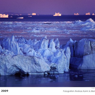 Mitternacht am Ilulissat-Eisfjord (Foto: Andreas Kuhrt) . Fotokalender Grönland 2009 . Fotografie Manuela Hahnebach & Andreas Kuhrt (Gestaltung: Designakut 2008)